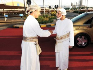 His-Majesty-the-Sultan-visits-Petroleum-Development-Oman-headquarters_muscatdaily[1]